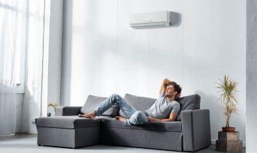 climatiseur réversible gainable dans un salon